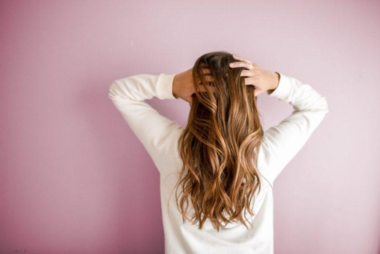 「あなたの髪のダメージレベルは?痛んだ髪の原因と対策」のアイキャッチ画像